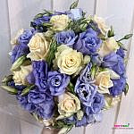 Свадебный букет из роз и лизиантусов