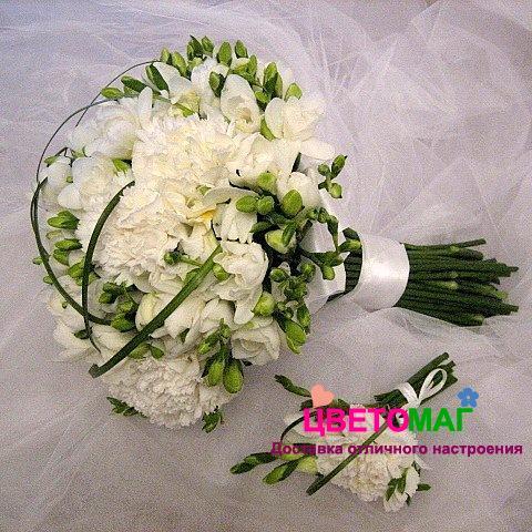 Купить свадебный букет из гвоздик и фрезии СПб | Цветомаг