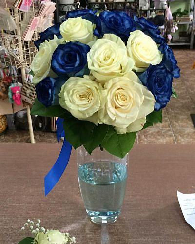 """Свадебный букет """"Звезда"""" из синих и белых роз"""