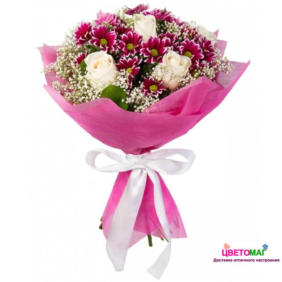 Букет из белых роз и фиолетовой хризантемы спб