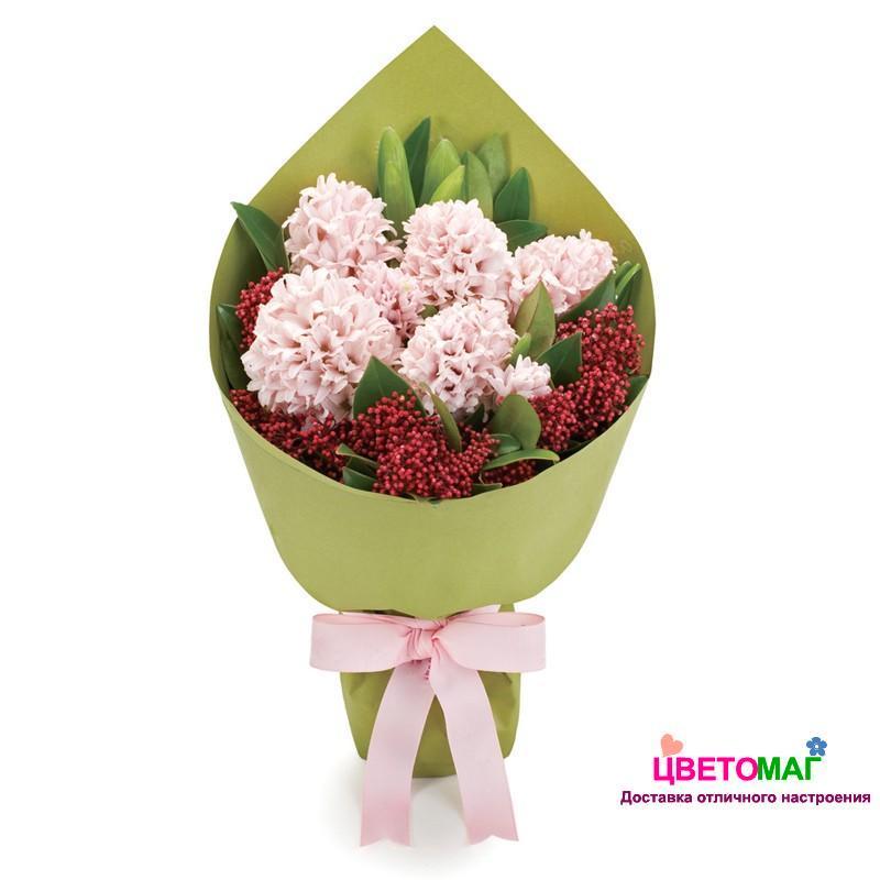 Букет из розовых гиацинтов и скимии