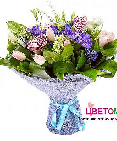 Букет из гиацинтов, орхидеи и тюльпанов