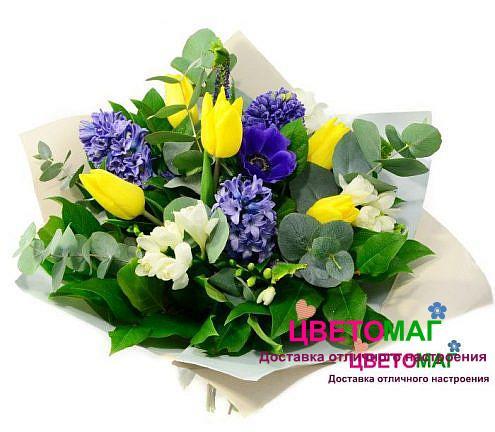 Букет из гиацинтов, фрезии и тюльпанов
