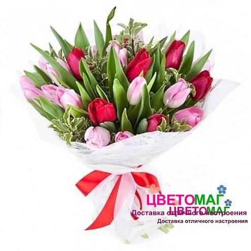 Букет из красных и розовых тюльпанов