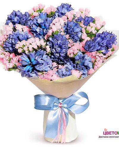 Букет из синих гиацинтов и розовой статицы