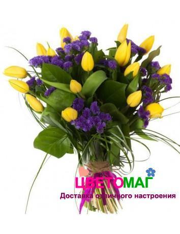 Букет из 11 желтых тюльпанов и статицы