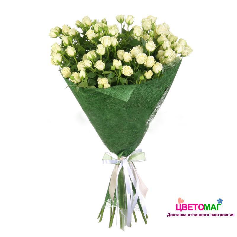 Букет из 13 белых кустовых роз