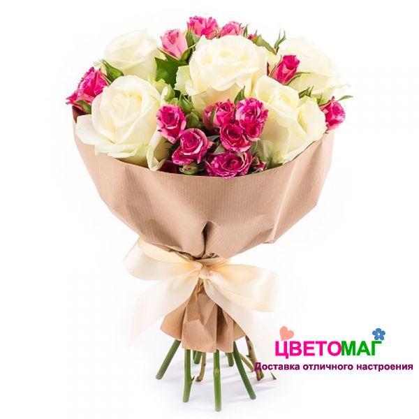 Букет из белых роз и кустовых розовых роз