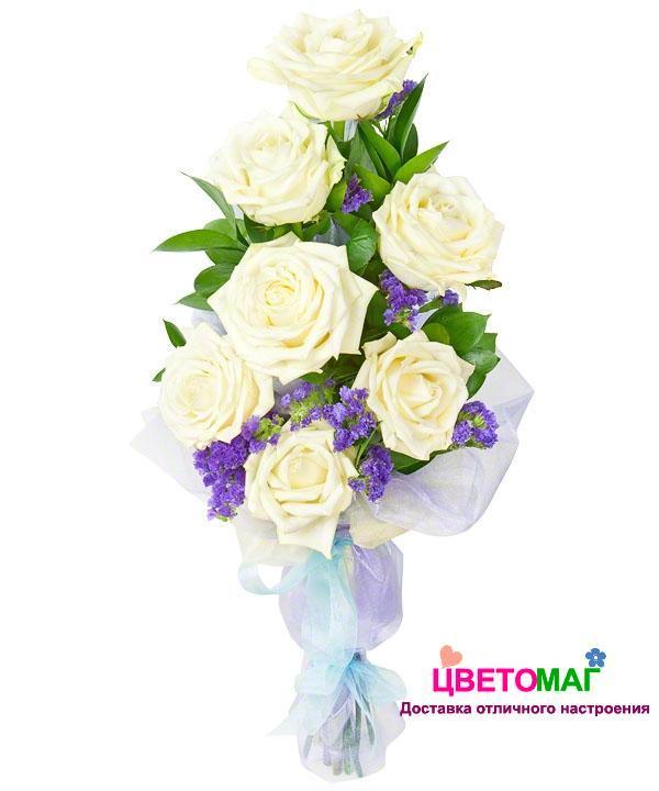 Букет из белых роз и статицы