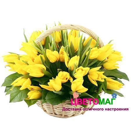 Корзина с желтыми тюльпанами