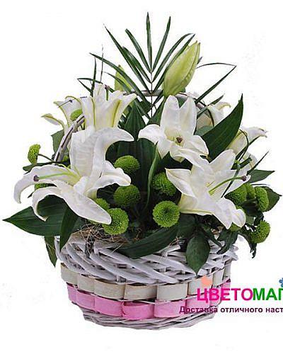 Корзина с лилией и хризантемой