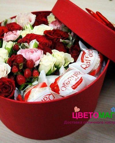 """Шляпная коробка с розами и """"Рафаэлло"""""""