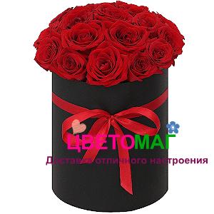 Шляпная коробка из 21 красной розы