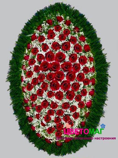 Венок из  красных роз и гипсофилы 110 см