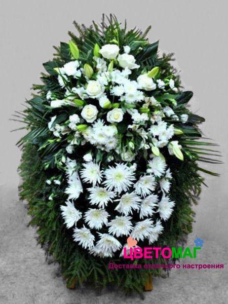 Венок из  хризантем и белых роз 110 см
