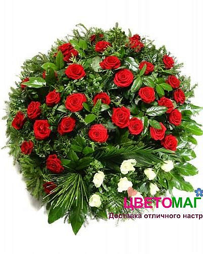 Корзина из красных роз и гвоздик