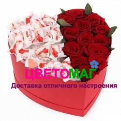 Коробочка с красными розами  в виде сердца
