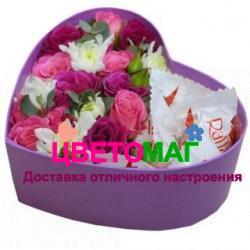 Коробочка с розовыми розами  в виде сердца