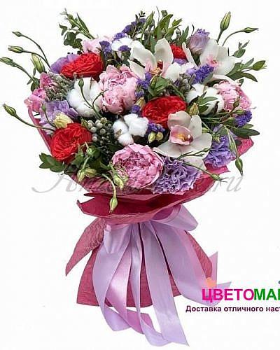 Букет с орхидеей и пионами