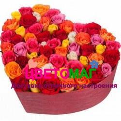 Шляпная коробка с розами микс в форме сердца