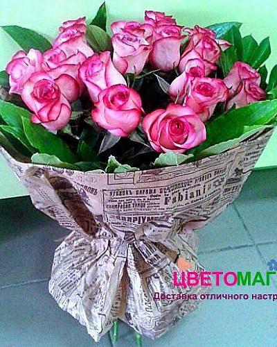 Букет 17 розовых роз Carousel 50 см (Эквадор)