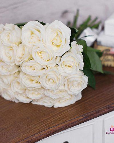 Букет 25 белых роз Vendela 50 см (Эквадор)
