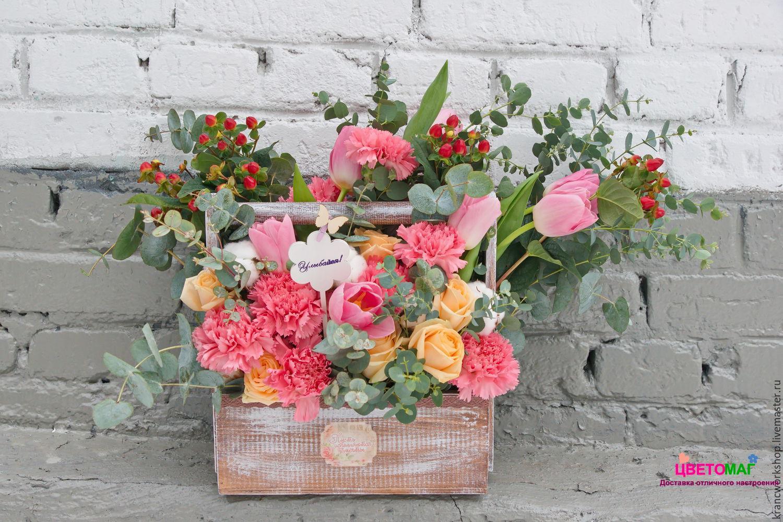 Ящик с розой и тюльпанами