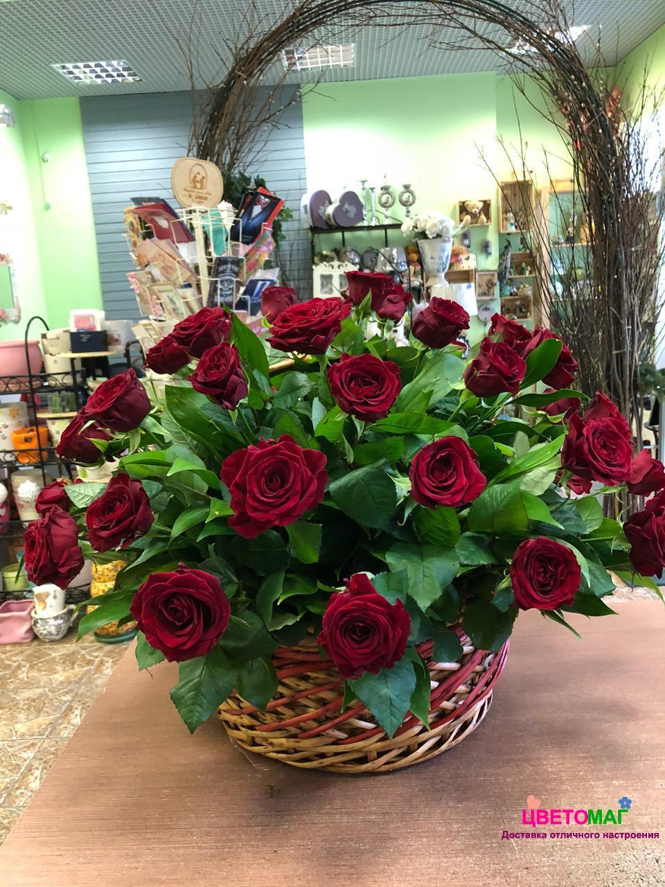Корзина из 41 красной розы