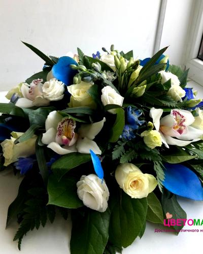 Композиция с розами в синих тонах
