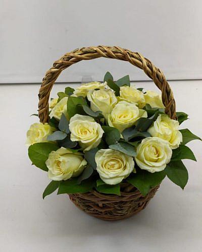 Корзина из белой розы