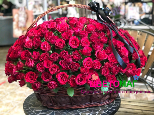 Корзина из 250 красных роз