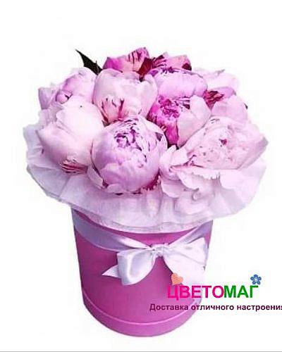 Шляпная коробка из 11 розовых пионов