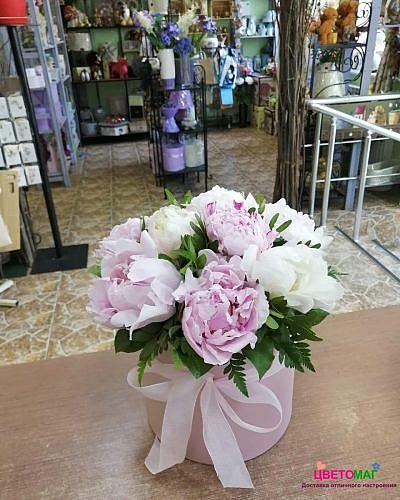 Шляпная коробка из 9 розовых пионов