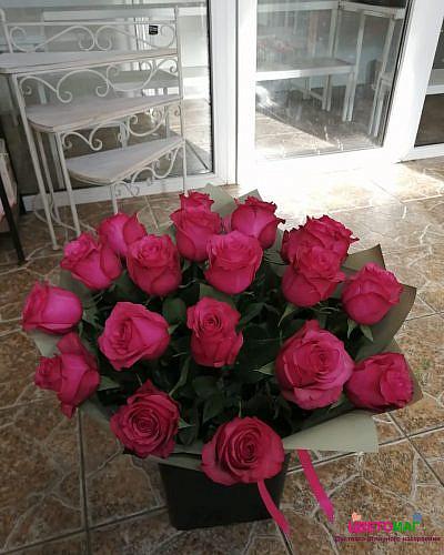 Букет 19малиновых роз (Lola) 60 см (Эквадор)