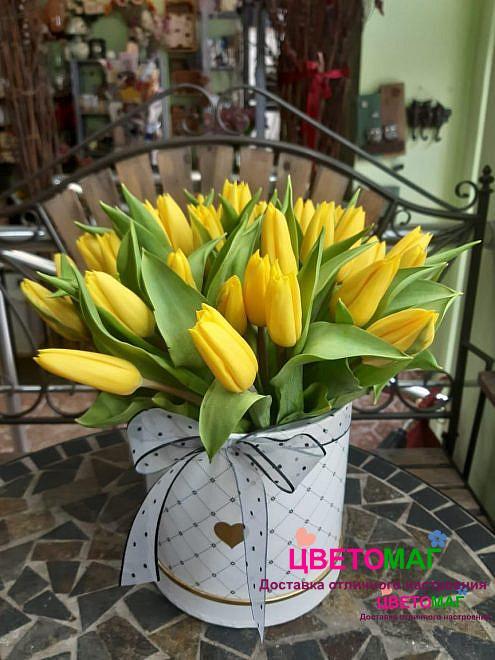 Коробка из 35 желтых тюльпанов