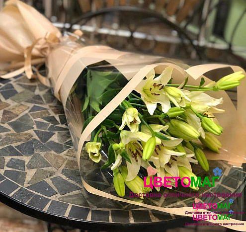 Букет из 5 белых Азиатских лилий