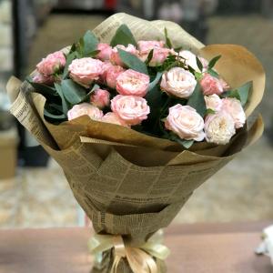 Букет из кремовых кустовых роз Бомбастик