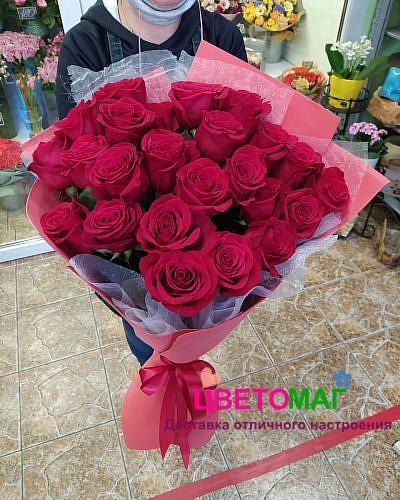 Букет 25красных роз (Explorer) 70 см (Эквадор)